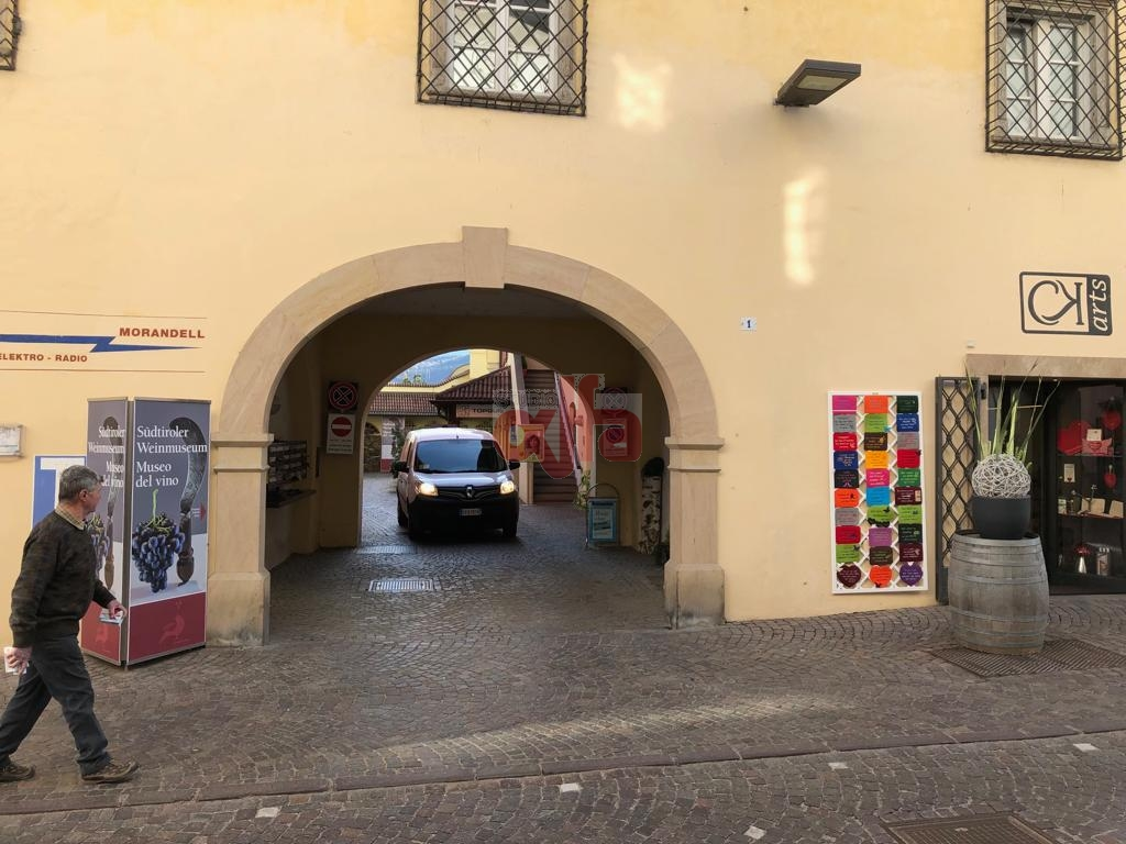 Caldaro sulla strada del vino - Kaltern an der Weinstrasse - Vicolo del oro